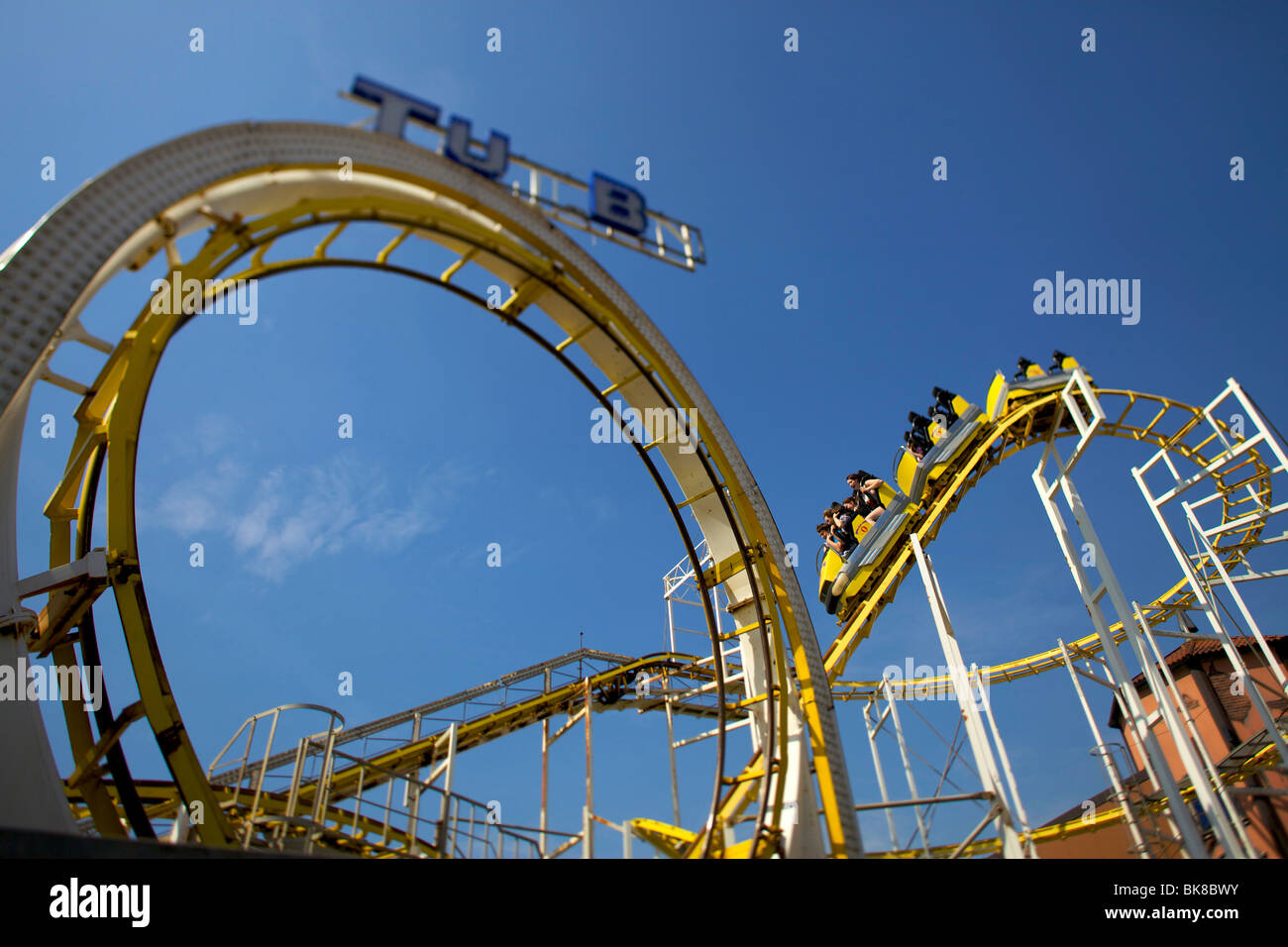 8e403f2223a00 The loop the loop on the rollercoaster on Brighton Pier - Stock Image