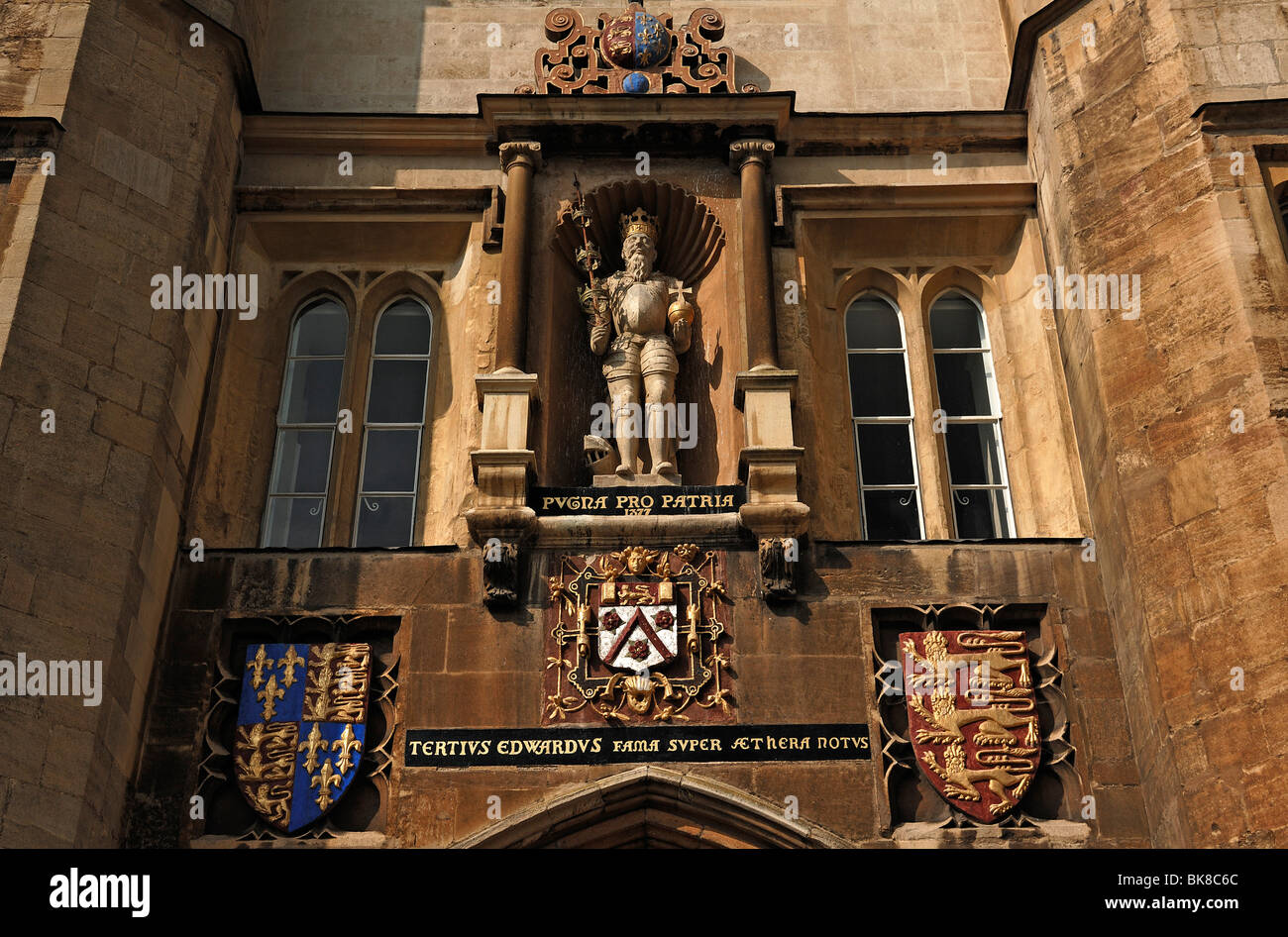 Detail of the gate tower with royal figure, Trinity College, founded by Henry VIII in 1546, from the backyard, Trinity - Stock Image