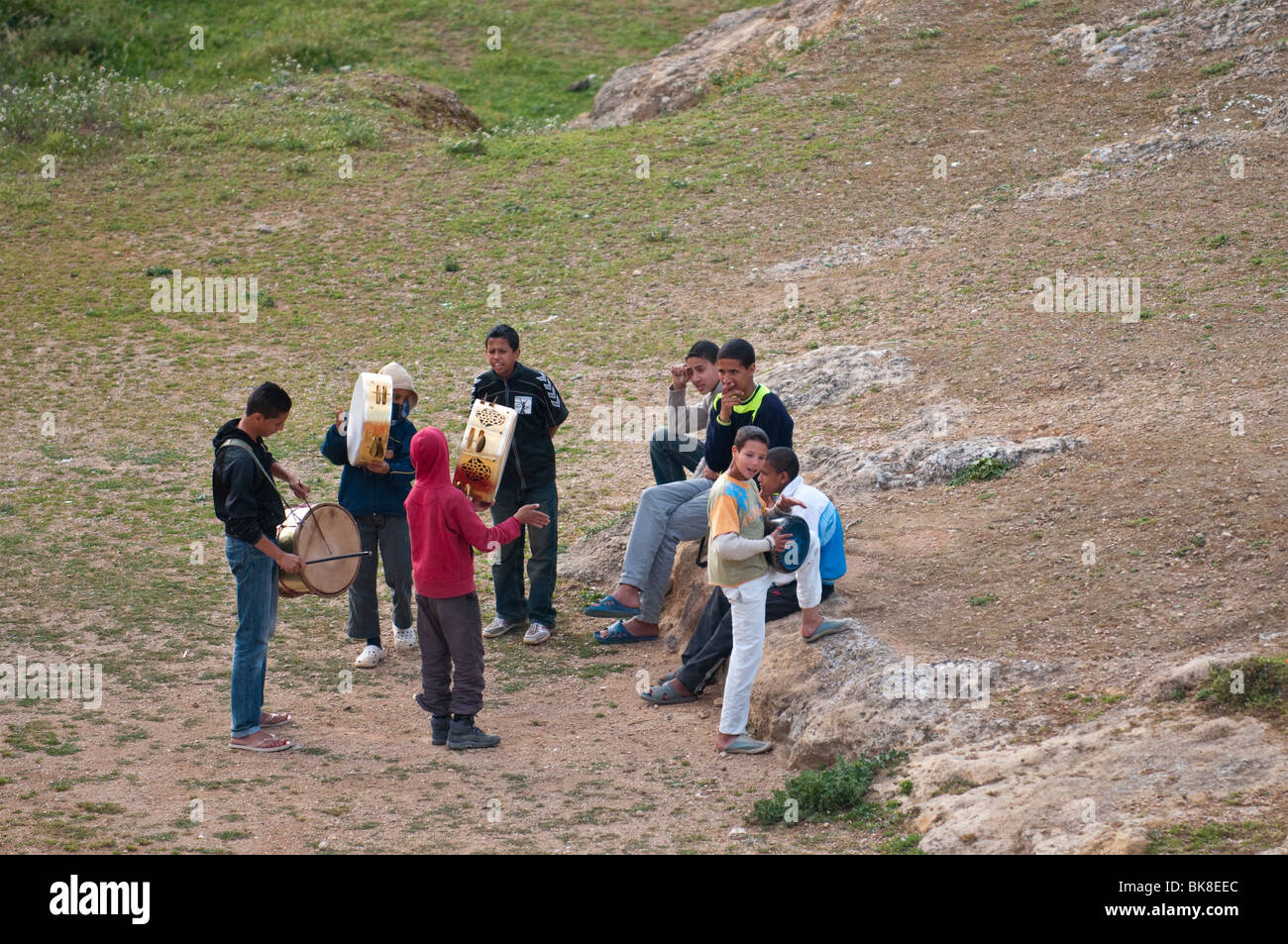 Moroccan boys playing drums in Fes - Stock Image