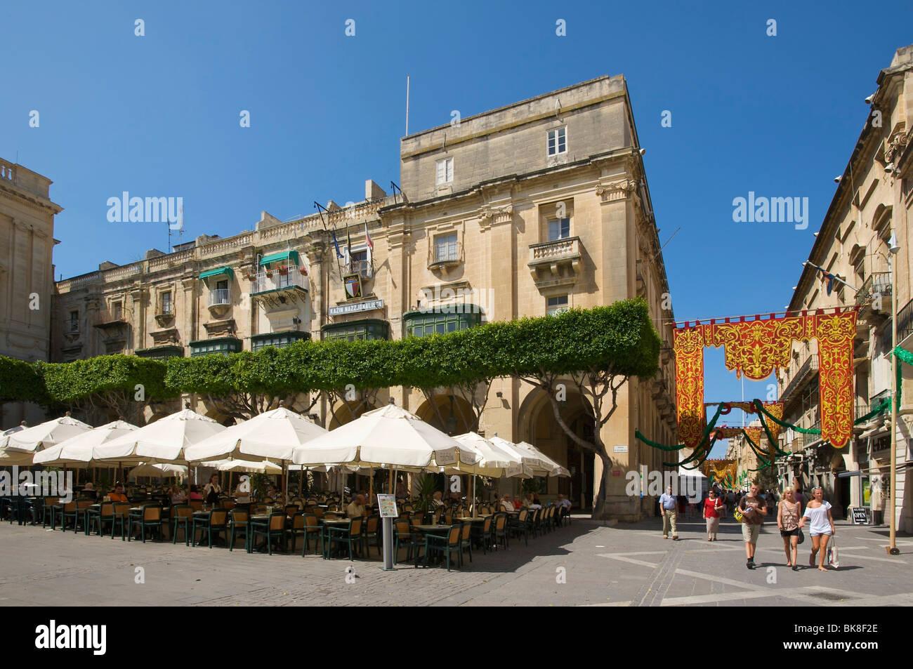 Street cafe in Valletta, Malta, Europe - Stock Image