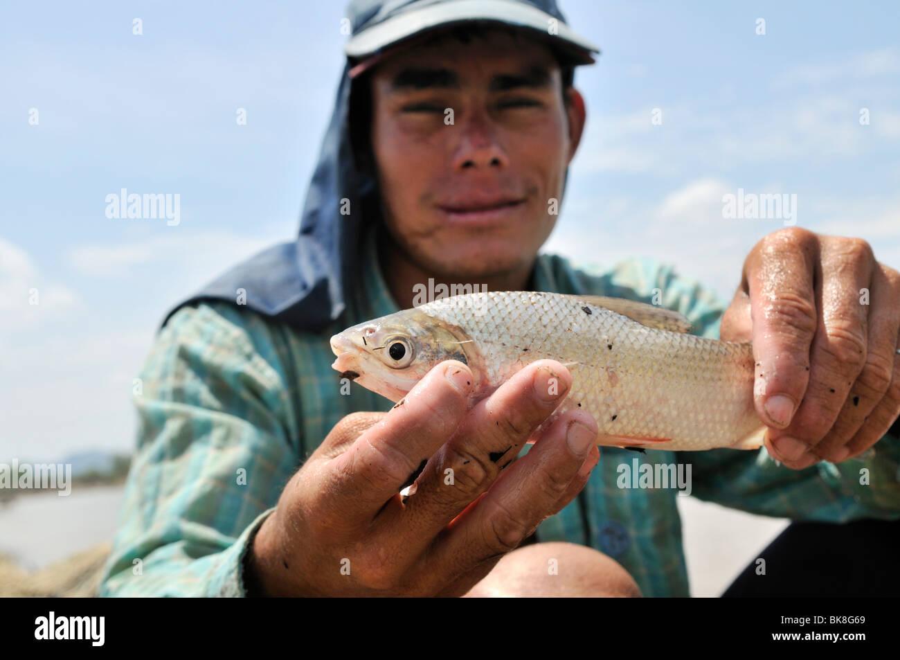 Fisherman with his catch on the Rio Magdalena River, La Dorada, Caldas, Colombia, South America - Stock Image