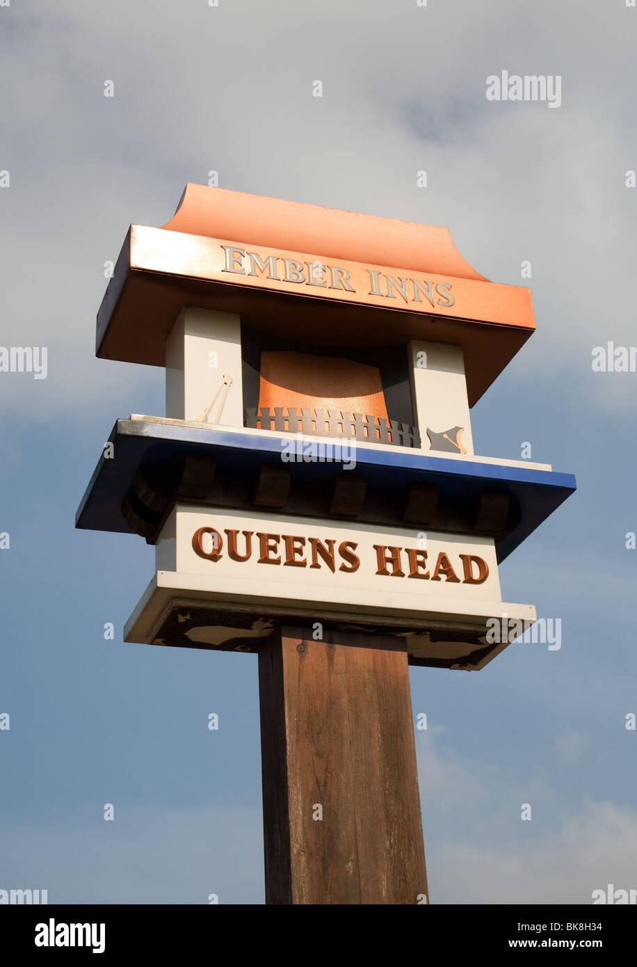 The Queens Head sign, a member of Ember Inns, Chislehurst, Kent, UK - Stock Image