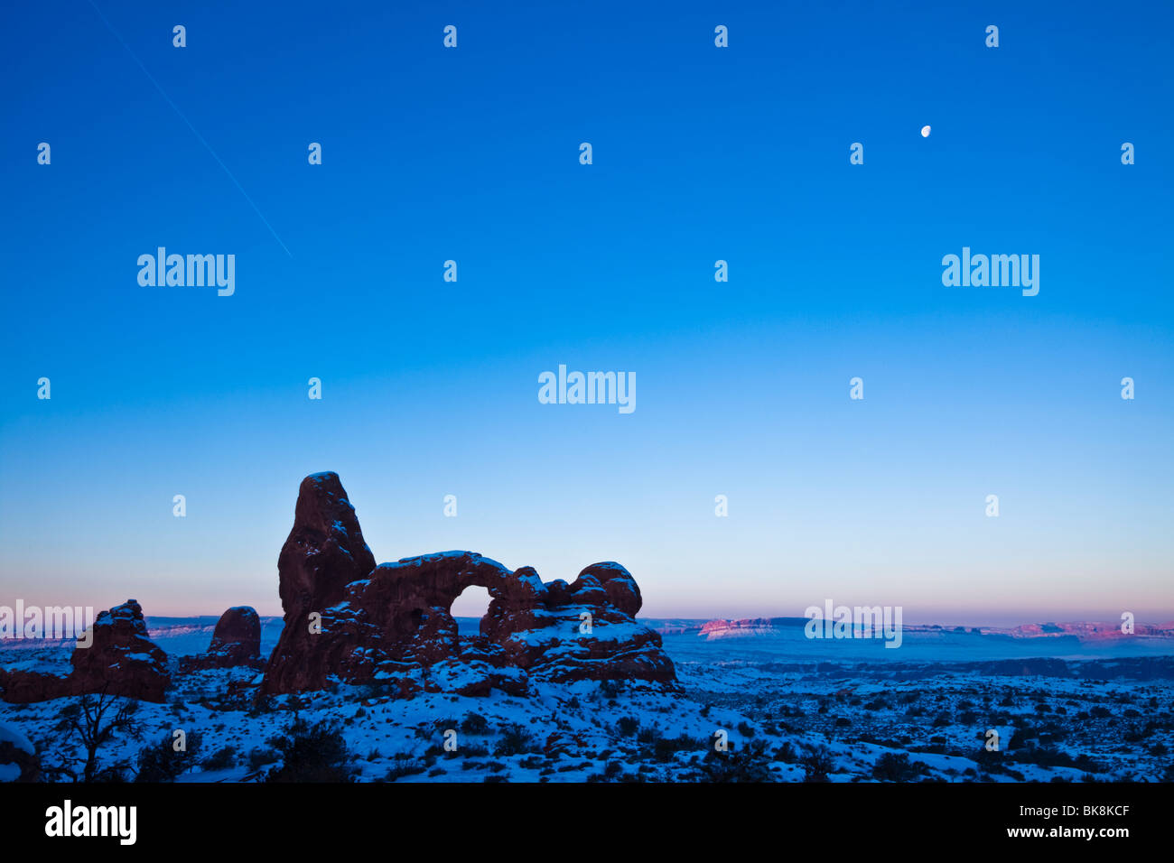 Turret Arch looms in the distance, Arches National Park, Moab, Utah. - Stock Image