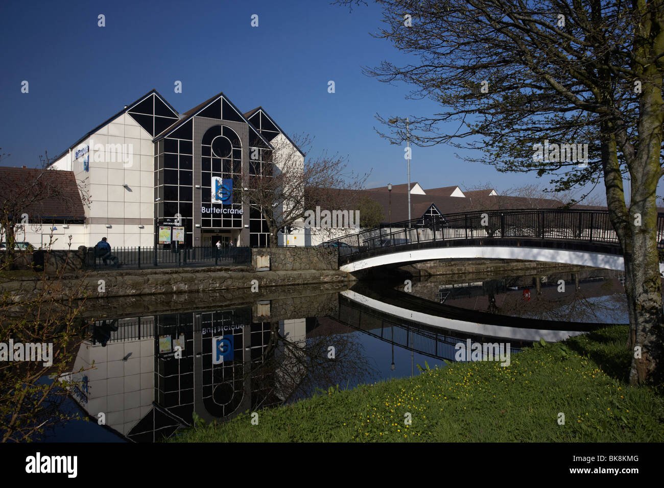 Buttercrane shopping centre and footbridge over the newry canal newry county down northern ireland - Stock Image