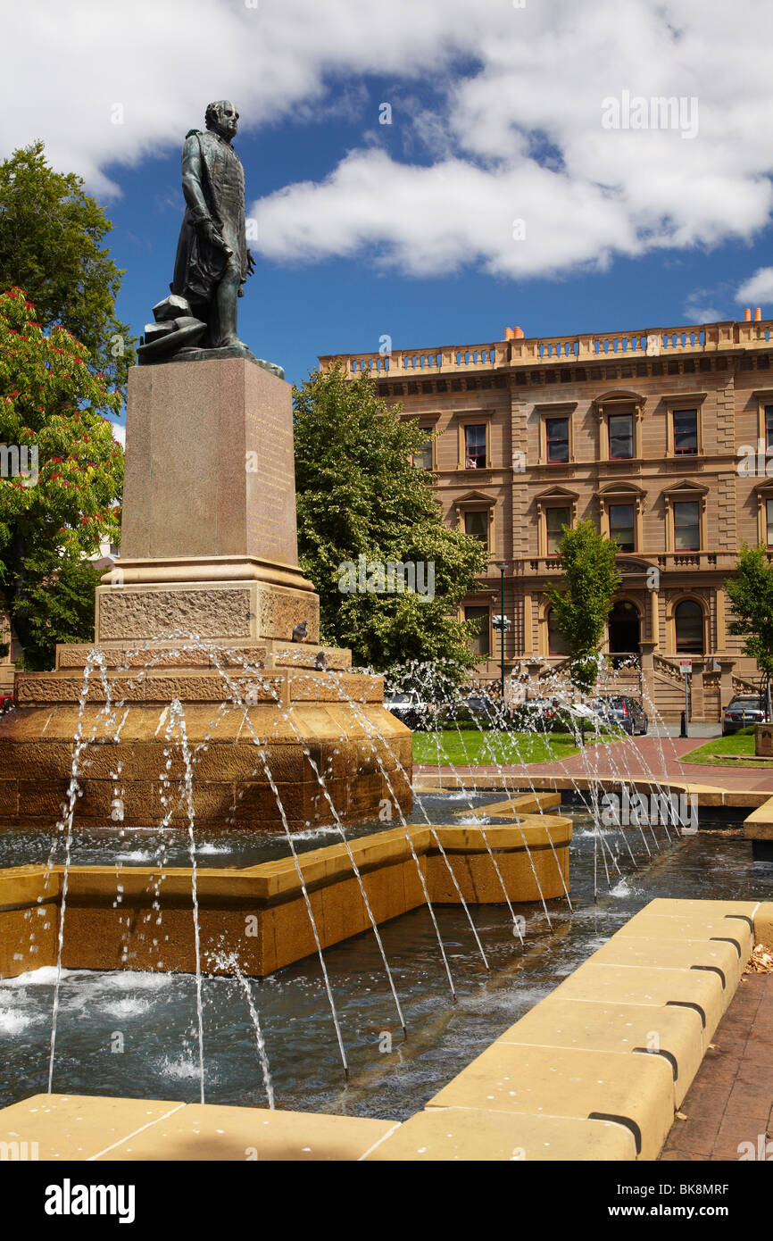 Fountain, Sir John Franklin Statue, Franklin Square, and Treasury Building, Hobart, Tasmania, Australia - Stock Image