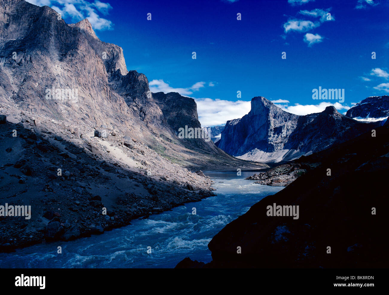 View up Weasel River at Windy Pass Bridge to Mt. Thor, Auyuittuq National Park, Baffin Island, Nunavut, Canada - Stock Image