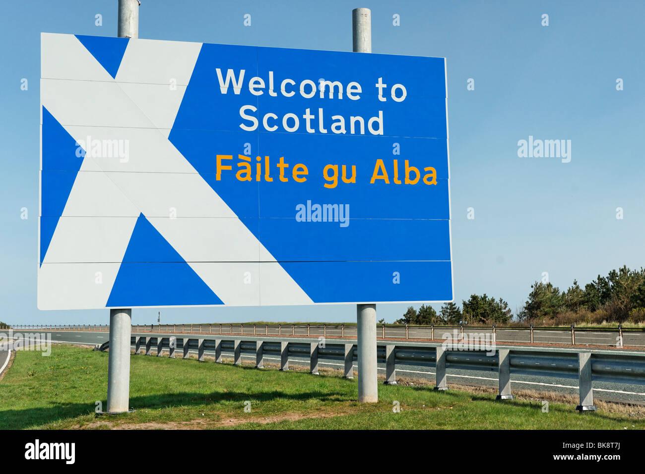 Welcome to Scotland border sign on the A1 north of Berwick on Tweed, UK. Failte gu Alba in gaelic - Stock Image