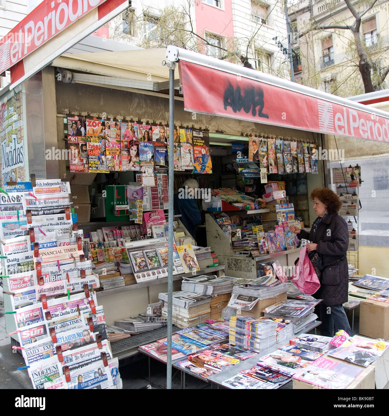 Periodical newsagent stall in Barcelona - Stock Image