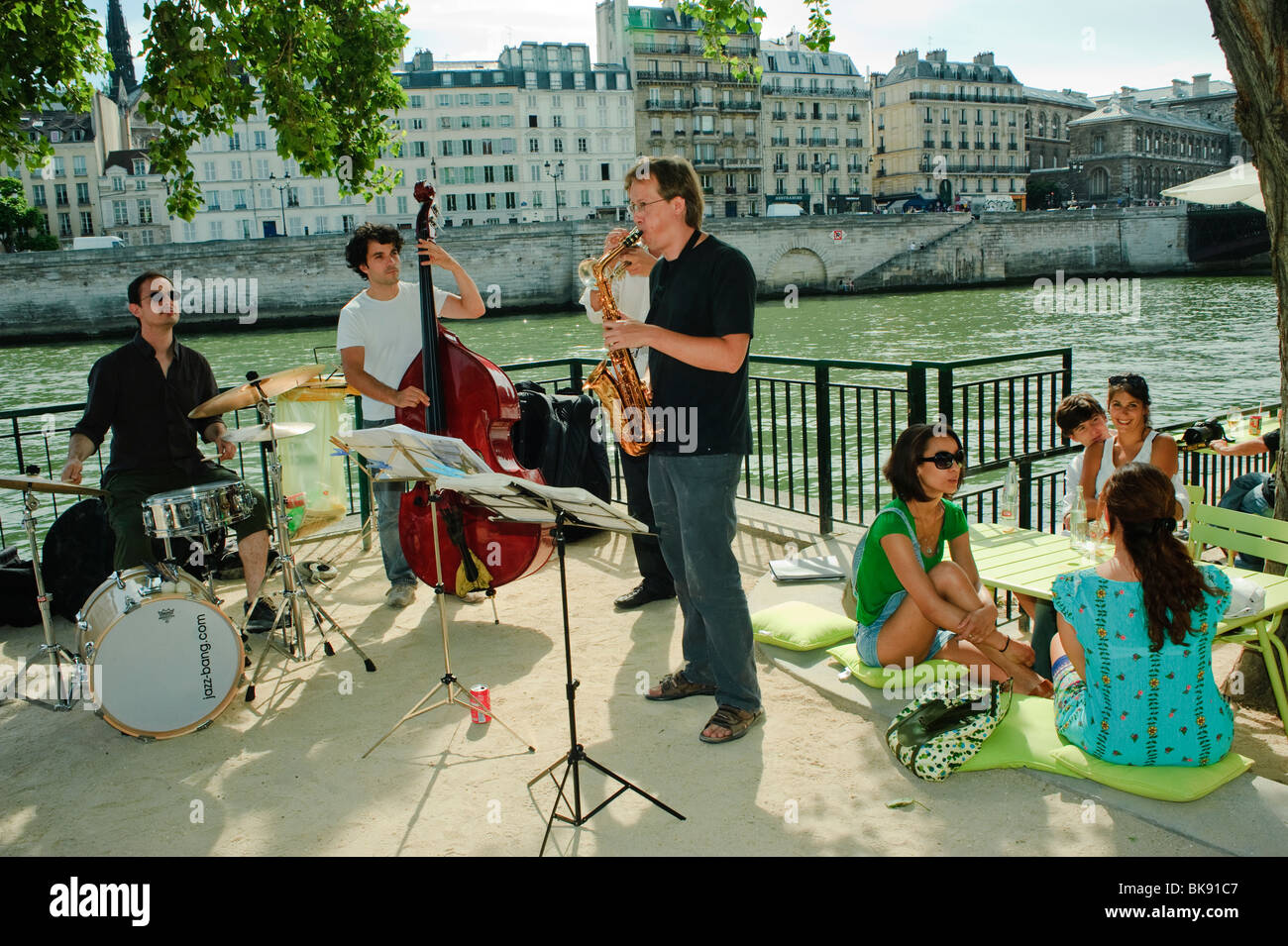 Young Jazz Band Performing on Paris Urban Beach Summer Festival, Paris Plages, Along Seine River Quay, adult extracurricular - Stock Image