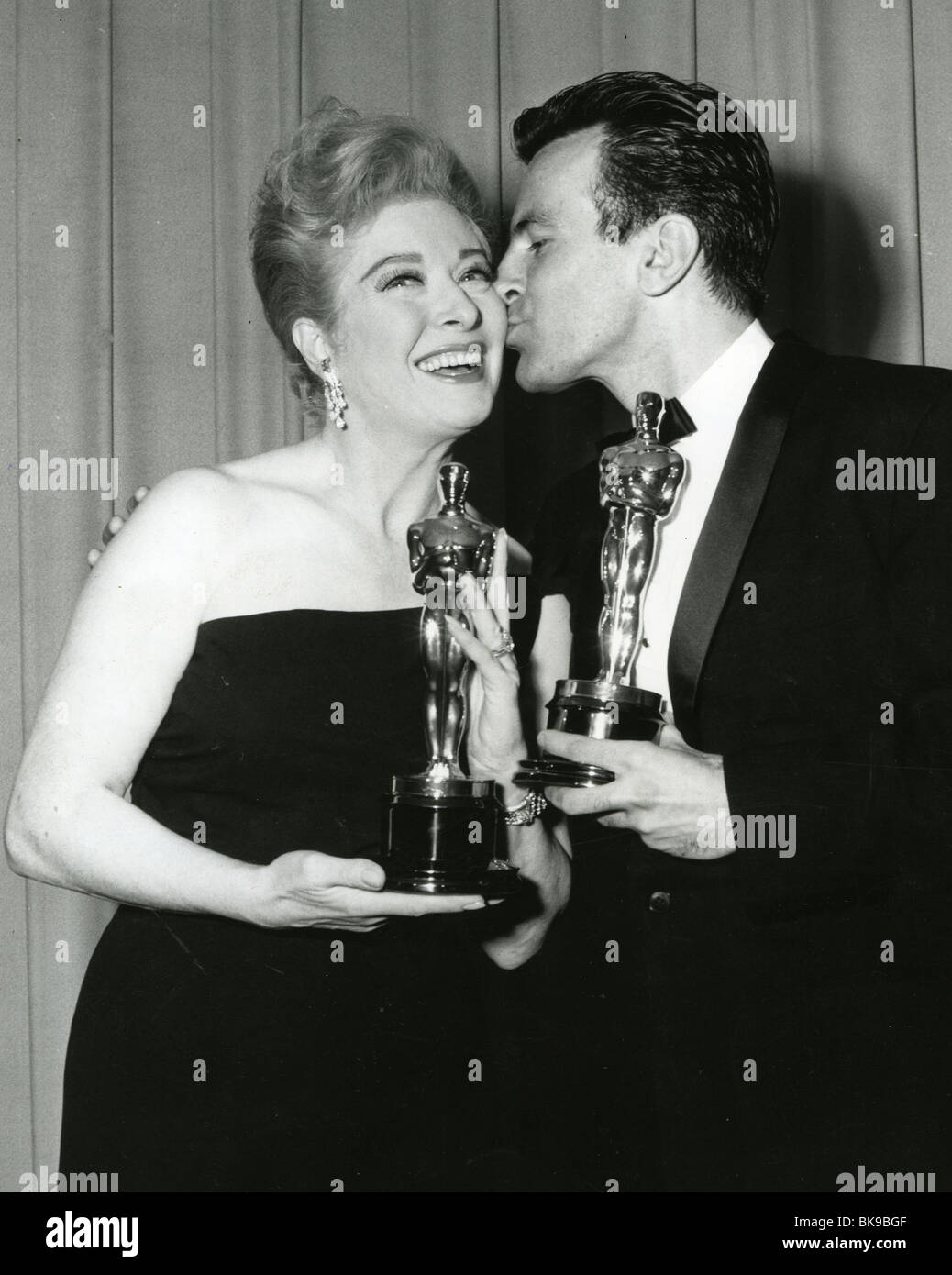 GREER GARSON  and Maximillian Schell with their Oscars in 1961 for respectively Sunrise at Campobello and Judgement - Stock Image