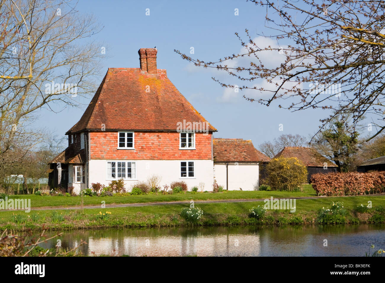 Typical Kentish Building Clad in Traditional Clay Peg Tiles - Stock Image