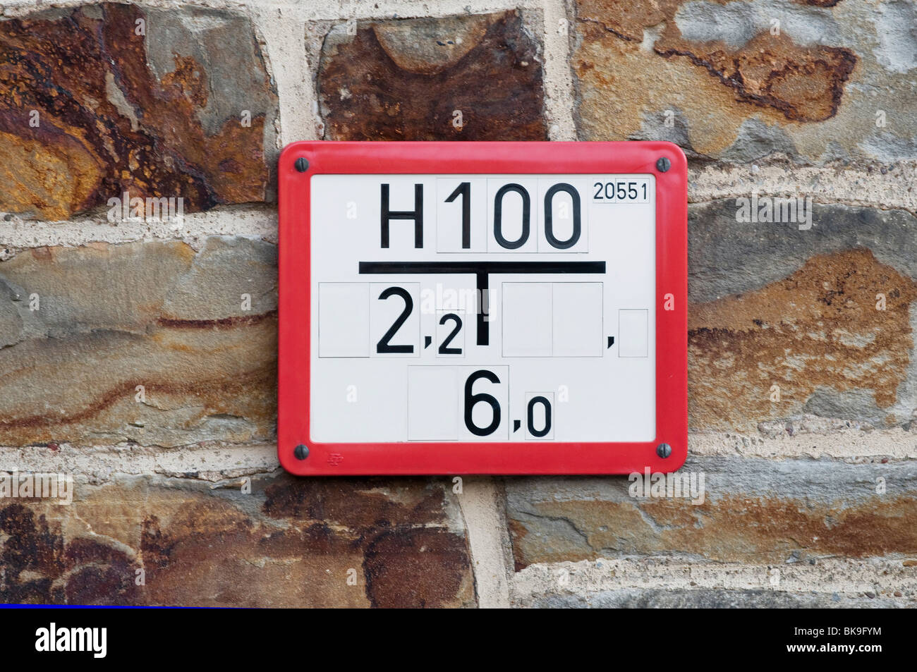 Hydrant sign on a rustic house wall, building bricks - Stock Image