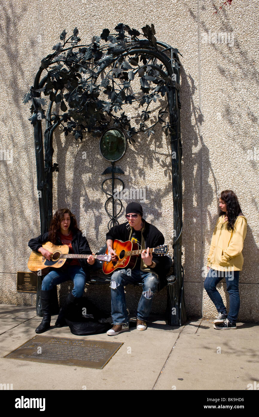 Musicians playing on sculptured bench honoring Elizabeth Blackwell, first woman doctor in USA, Asheville, North - Stock Image