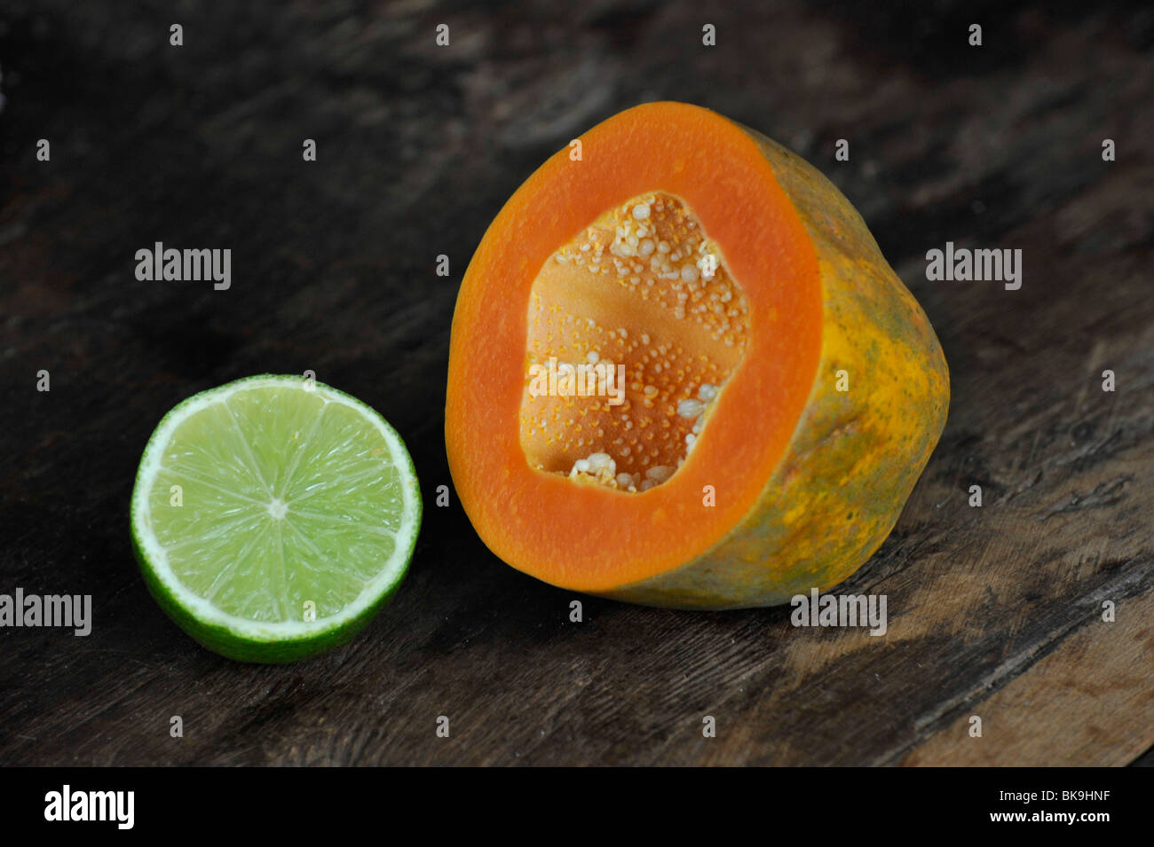 Paw paw and lime the ideal tropical breakfast - Stock Image