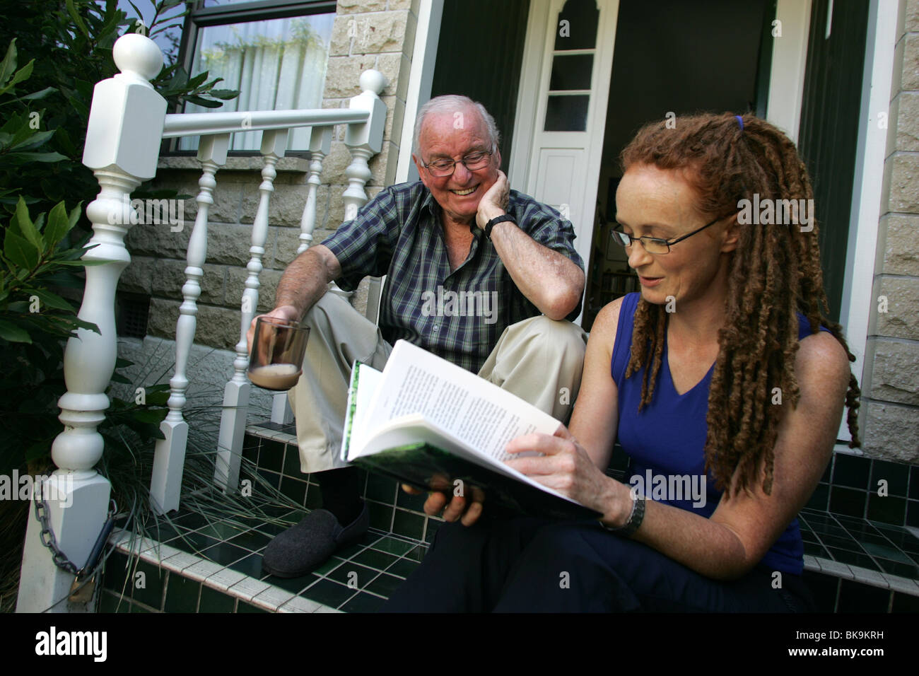 Author Emily Gee in Nelson, New Zealand, with her famous fiction writer father Maurice. - Stock Image