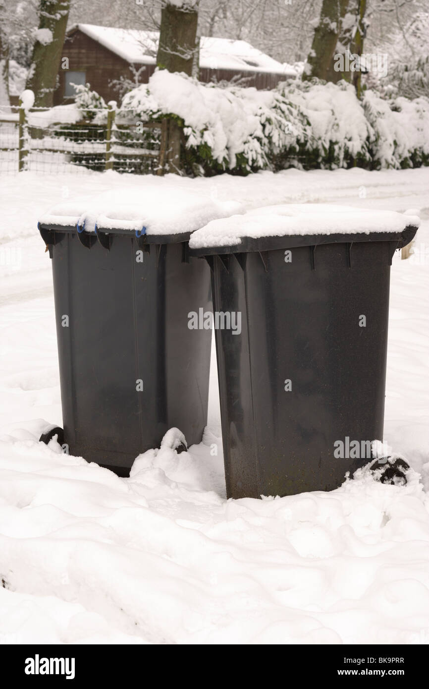 Rubbish bin/garbage can. Covered in snow - Stock Image