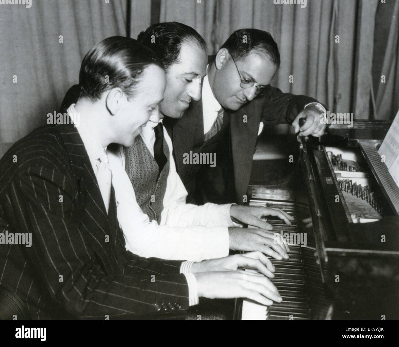 FRED ASTAIRE - US actor/dancer with songwriters George and Ira Gershwin. Ira at right - Stock Image
