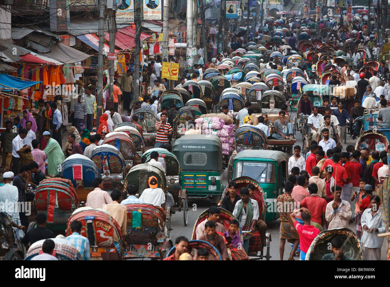 People and rickshaw traffic in the old part of Dhaka, Bangladesh. - Stock Image