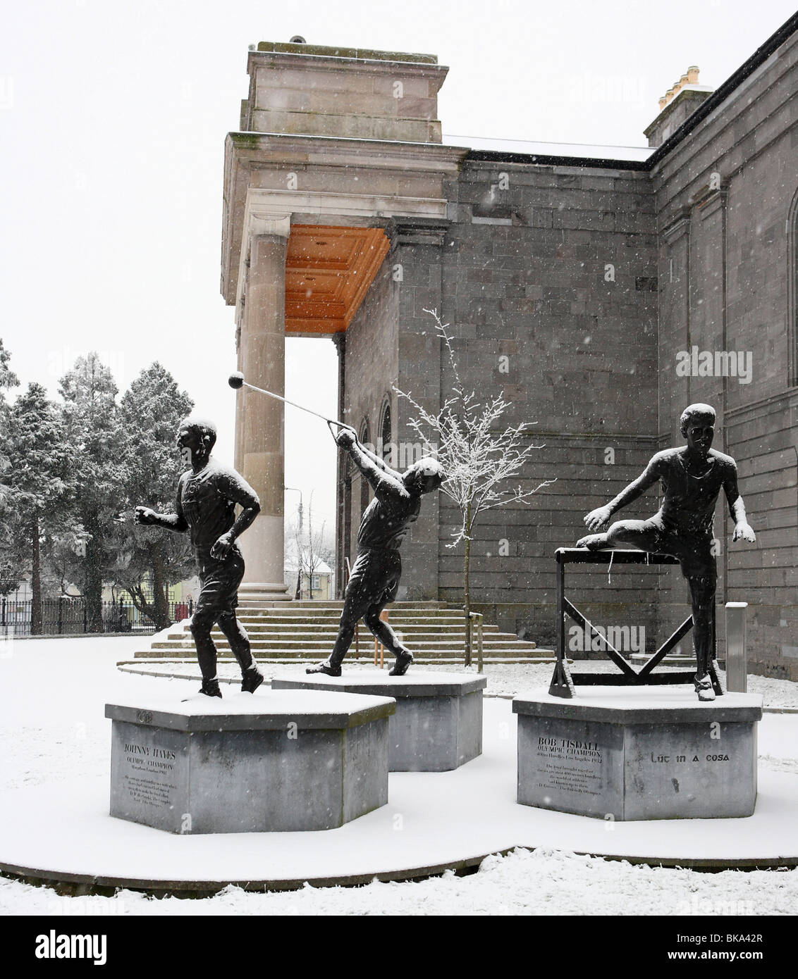 Monument to Nenagh's three Olympic Champions on a snowy Winter morning. - Stock Image