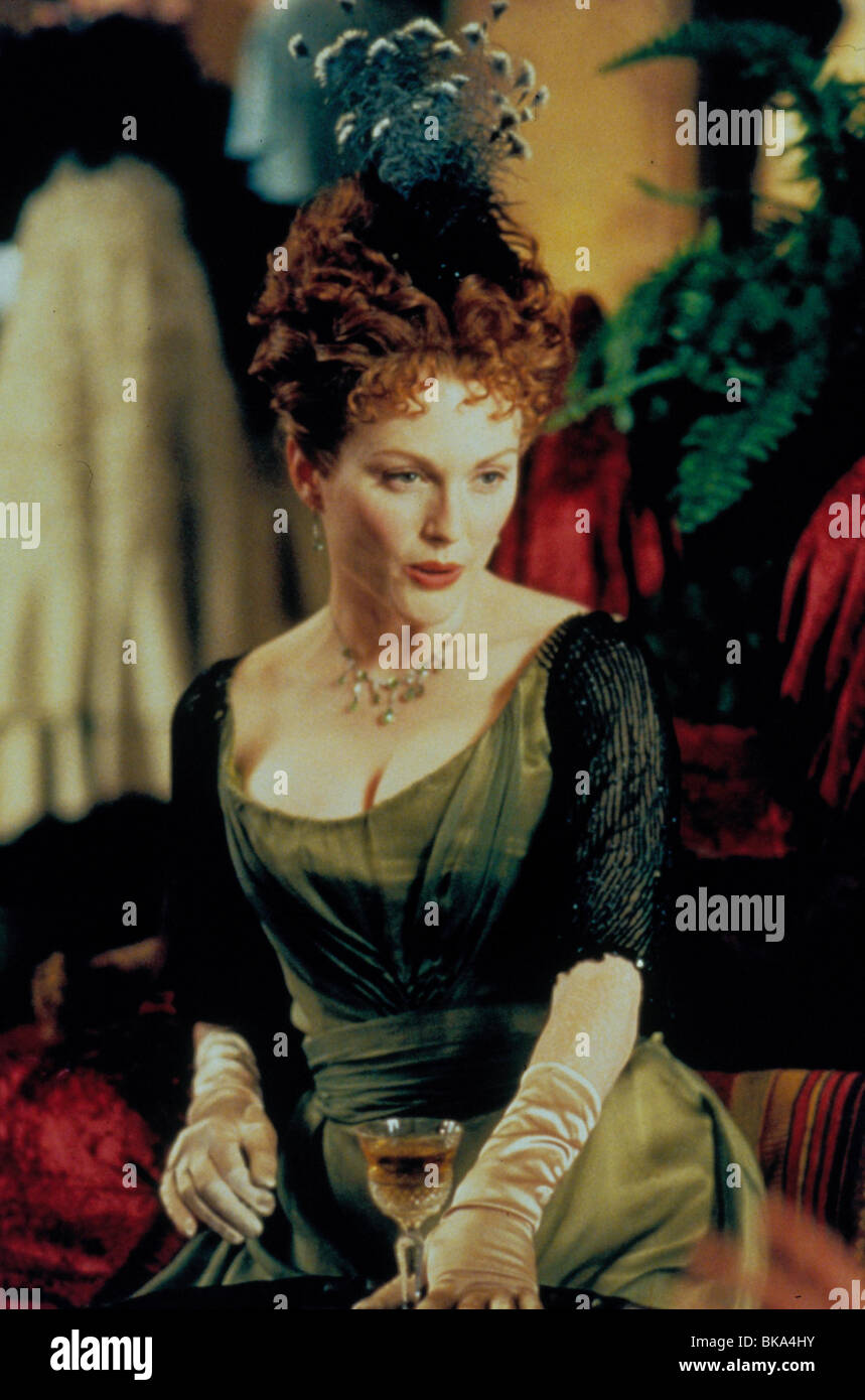 AN IDEAL HUSBAND (1999) JULIANNE MOORE AIHD 054 - Stock Image