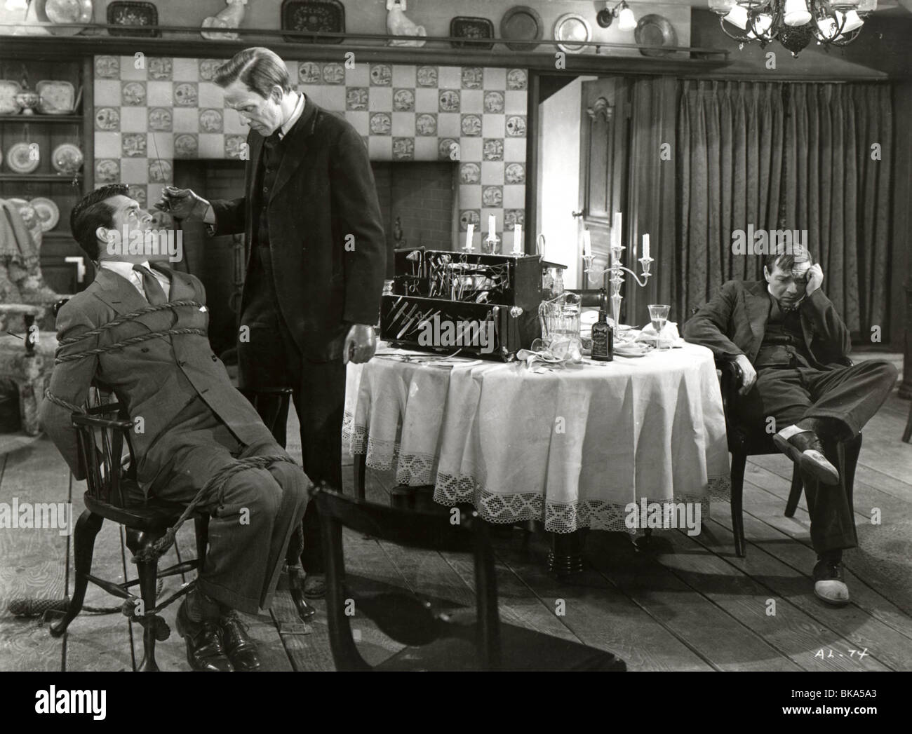 ARSENIC AND OLD LACE (1944) CARY GRANT, RAYMOND MASSEY, PETER LORRE AOL 003P - Stock Image