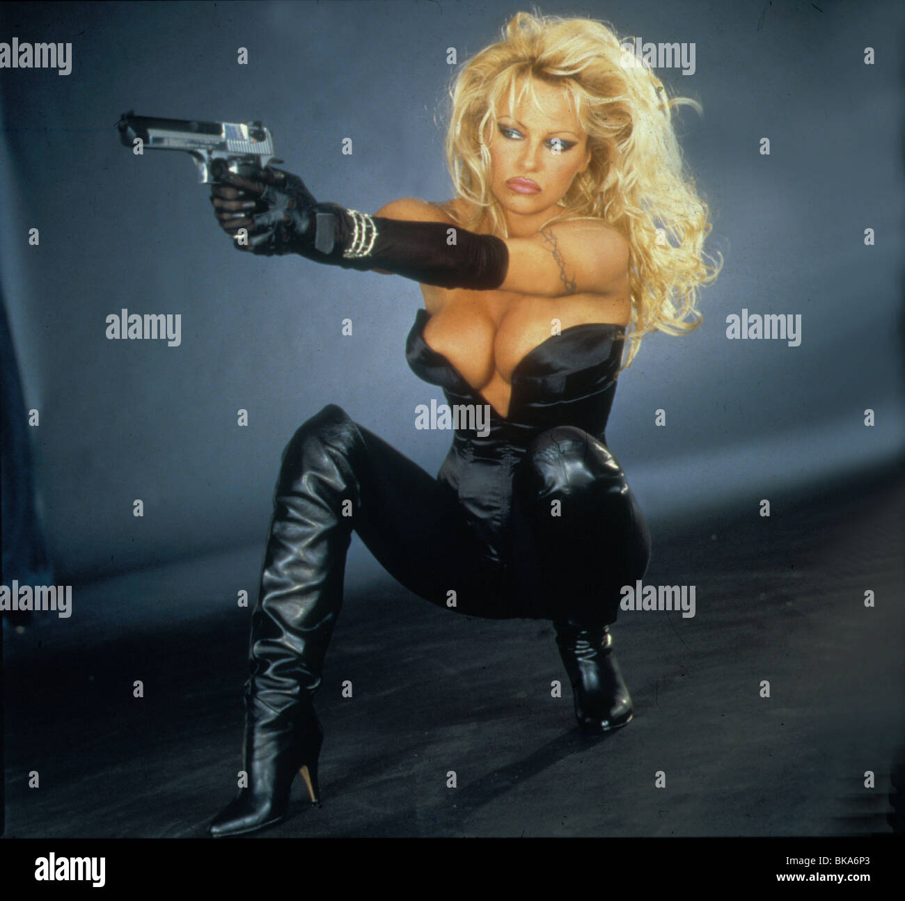 BARB WIRE -1995 PAMELA ANDERSON - Stock Image