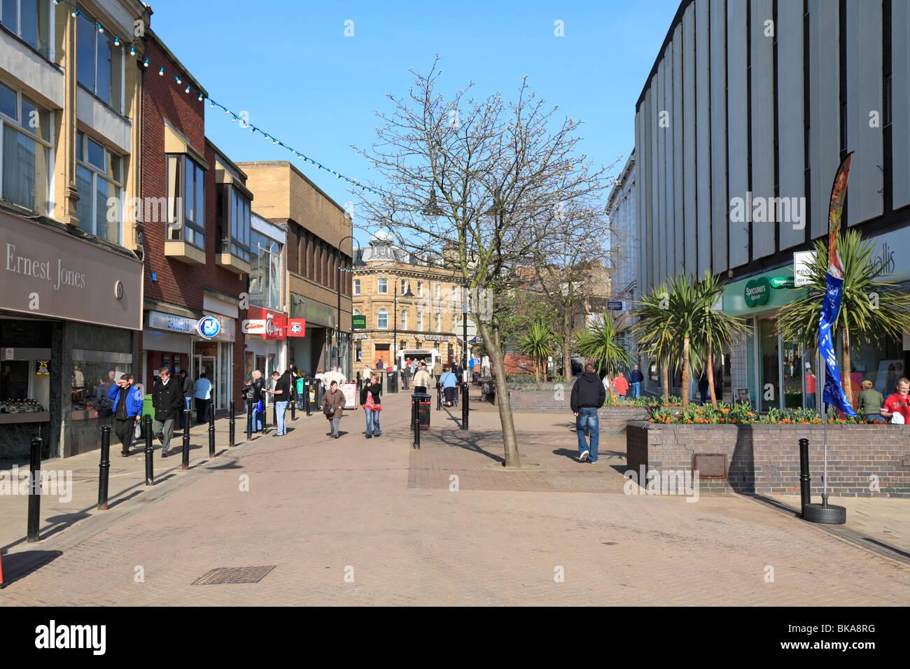 Queens Street shopping precinct, Barnsley, South Yorkshire, England, UK. - Stock Image