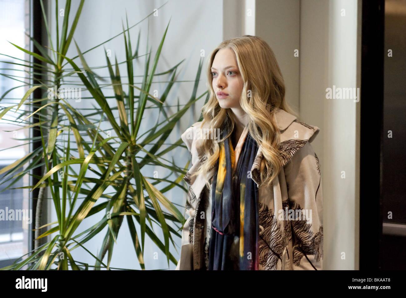 Amanda seyfried chloe fashion 18