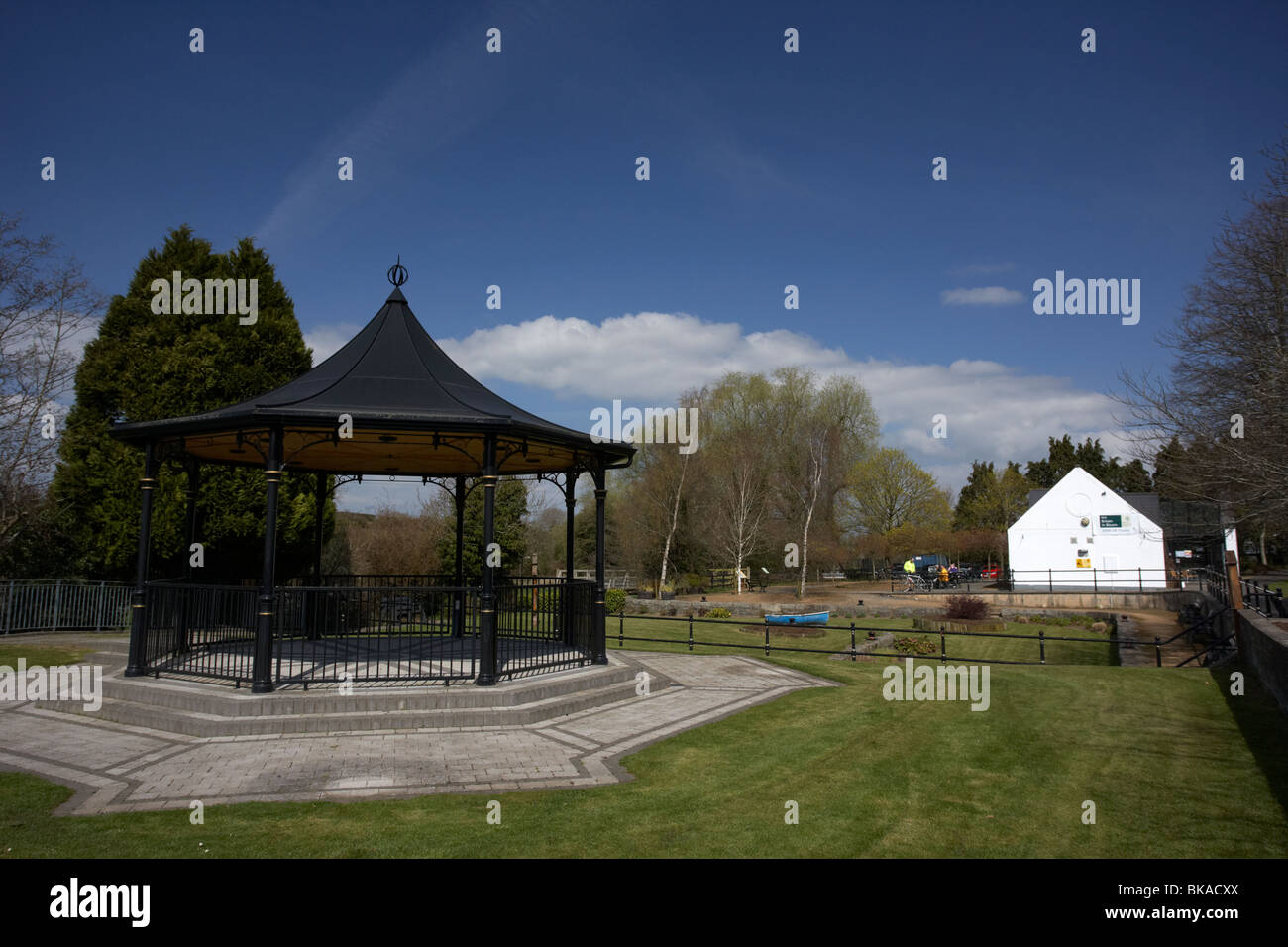scarva bandstand and visitor centre and tea rooms in village county down northern ireland uk - Stock Image