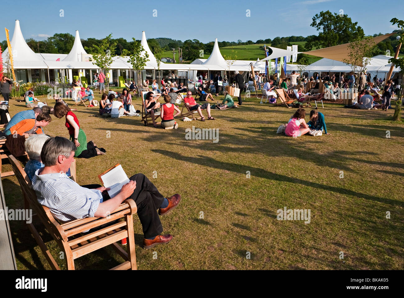 The 2009 Hay Festival of Literature and the Arts, Hay-on-Wye, Powys, UK. A fine afternoon - Stock Image
