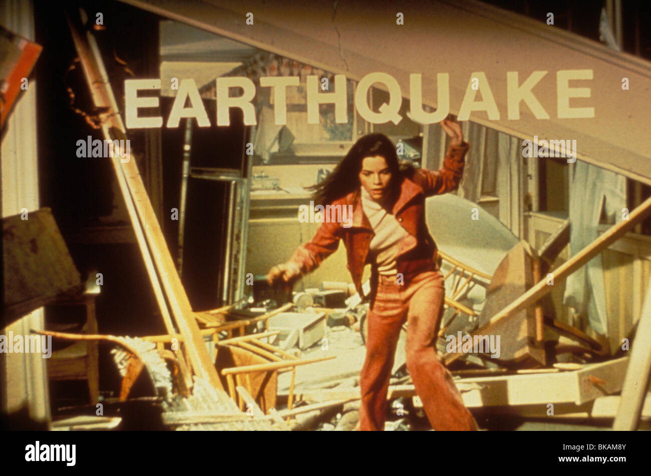 EARTHQUAKE (1974) GENEVIEVE BUJOLD ERQ 018 L Stock Photo
