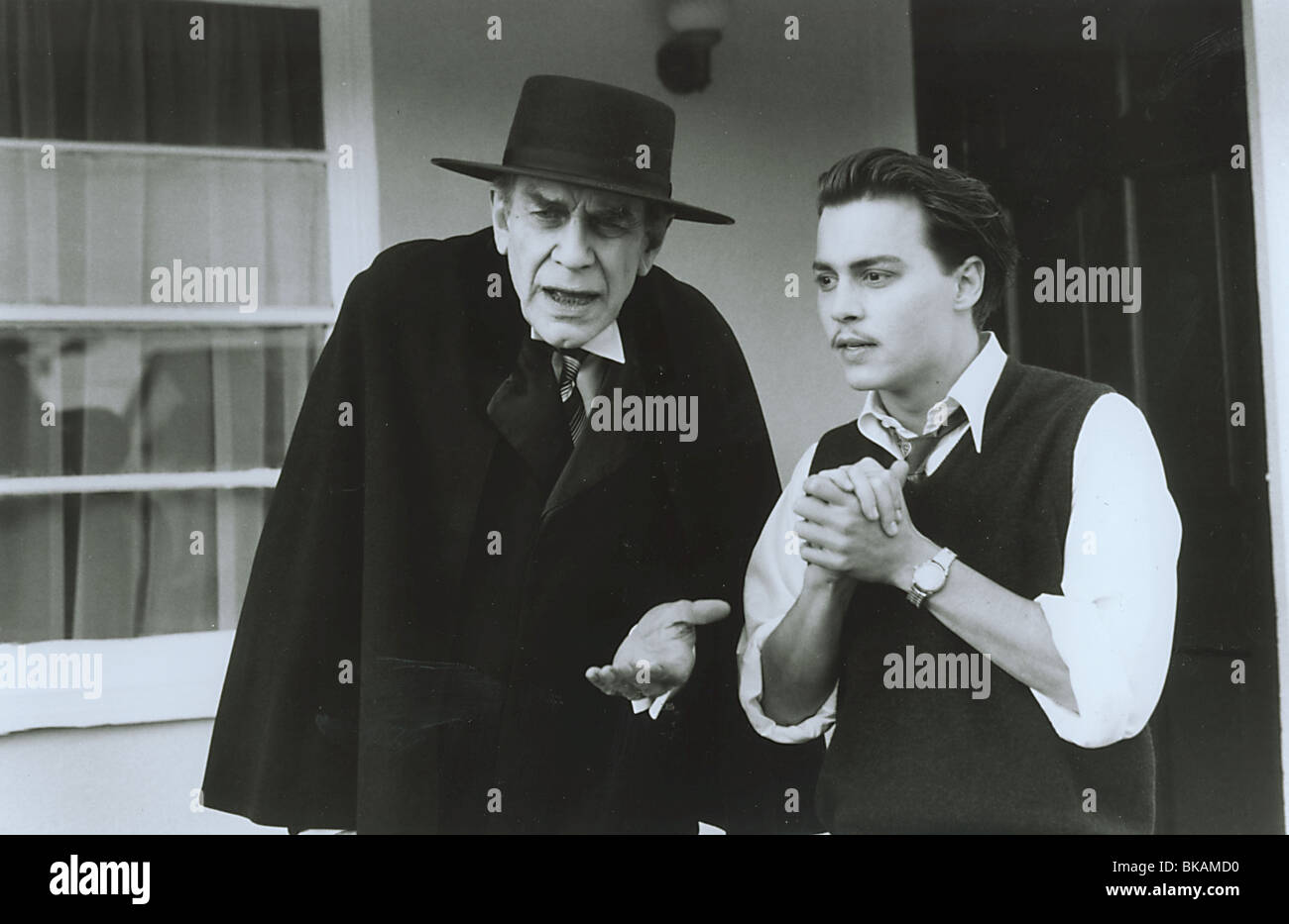 ED WOOD (1994) MARTIN LANDAU, JOHNNY DEPP EDW 032P - Stock Image