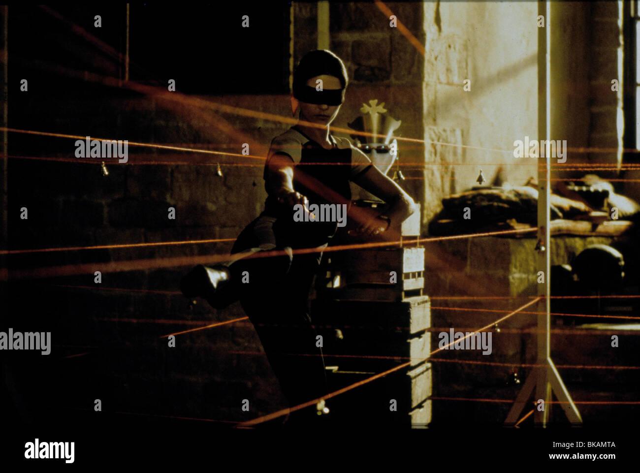 ENTRAPMENT (1999) CATHERINE ZETA-JONES ETPM 001 - Stock Image