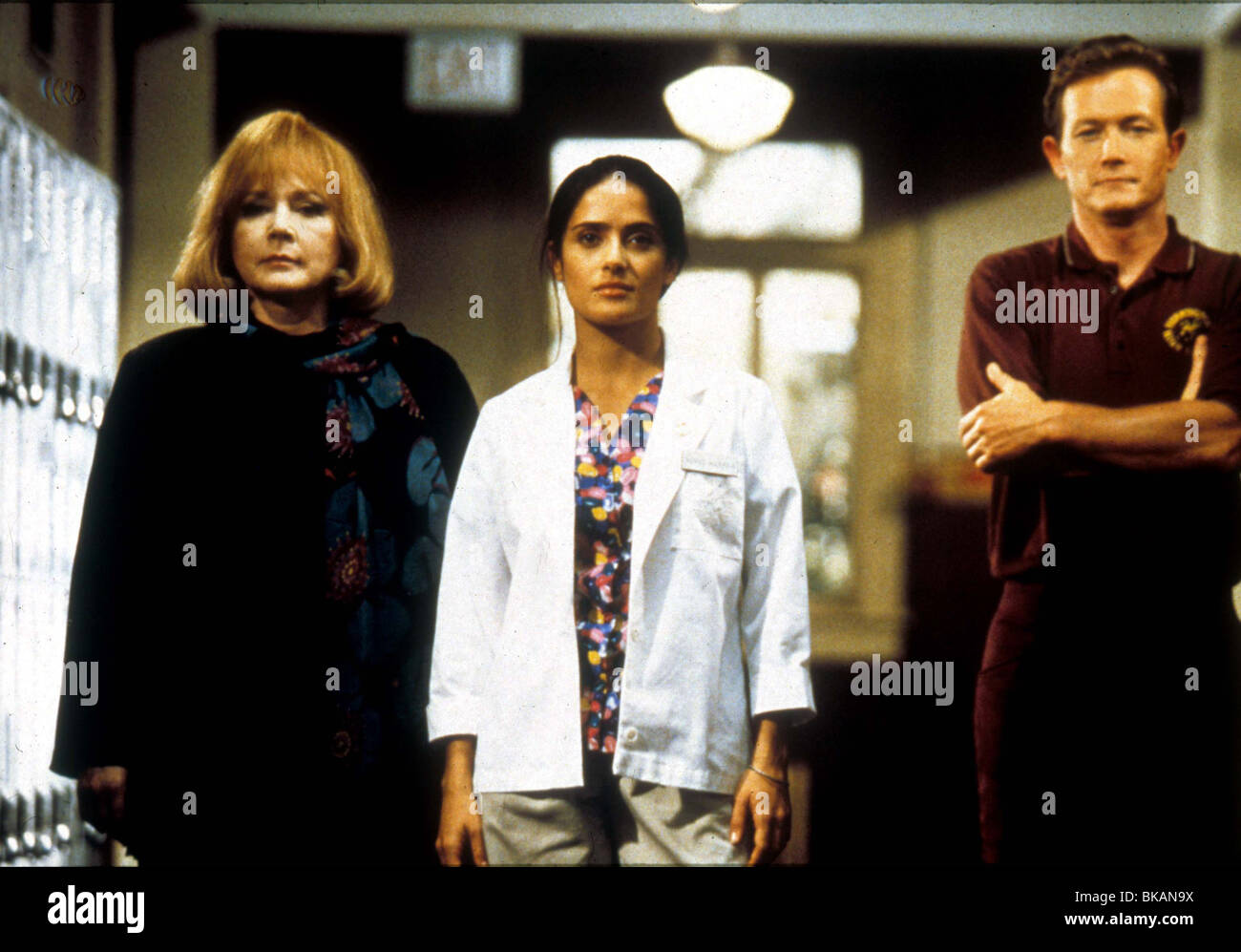 THE FACULTY (1999) PIPER LAURIE, SALMA HAYEK, ROBERT PATRICK FACU 001 - Stock Image