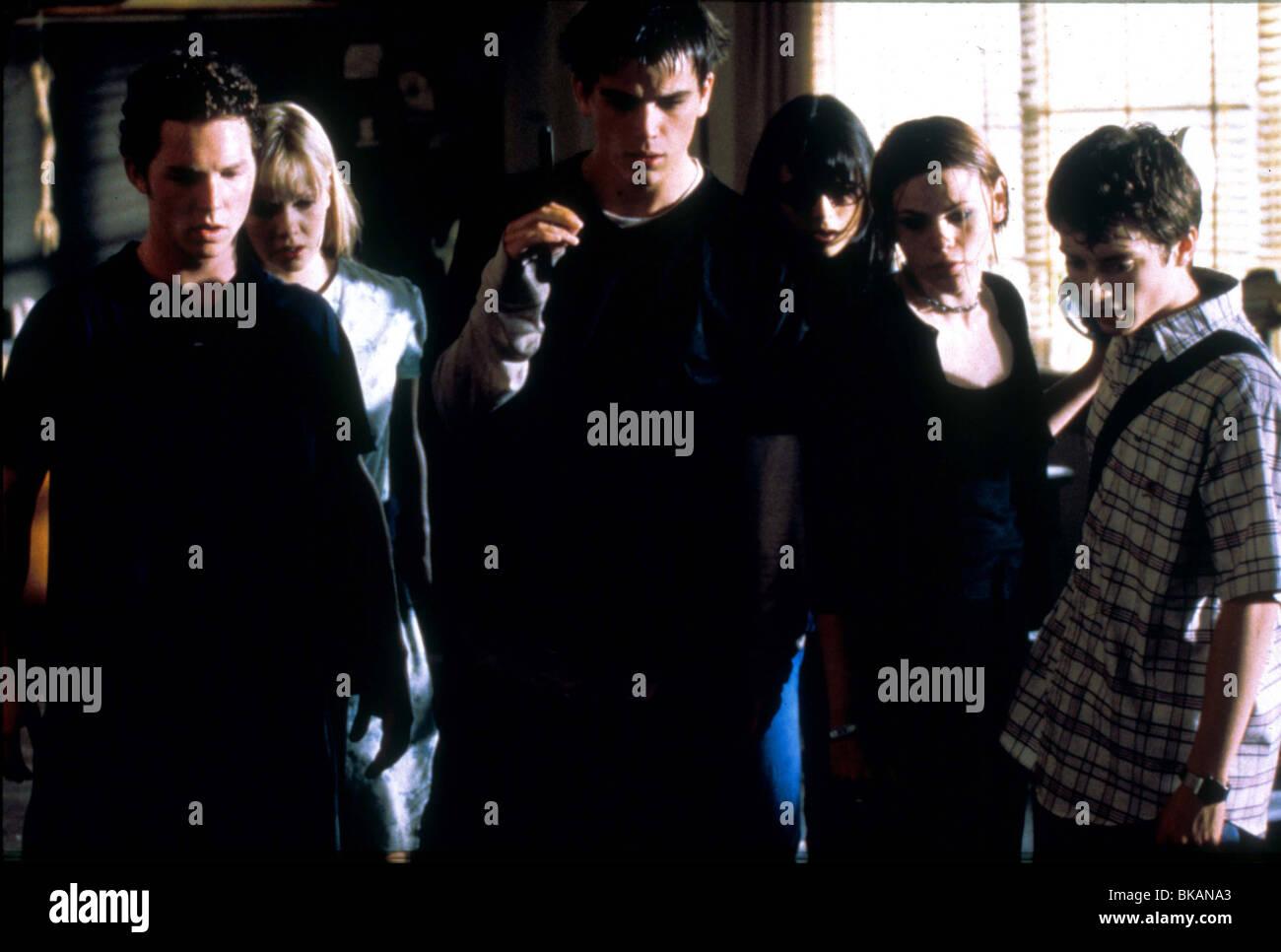 THE FACULTY (1999) SHAWN HATOSY, LAURA HARRIS, JOSH HARTNETT, JORDANA BREWSTER, CLEA DU VALL, ELIJAH WOOD. FACU - Stock Image