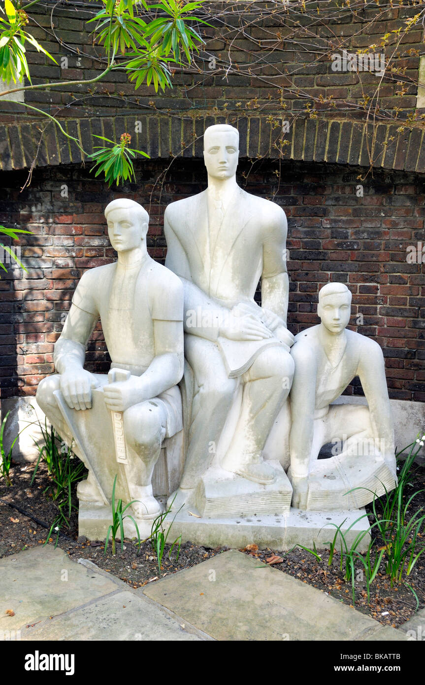 The Three Printers by sculptor Wilfred Dudeney RBS in The Goldsmiths Company garden off Gresham Street in the City - Stock Image