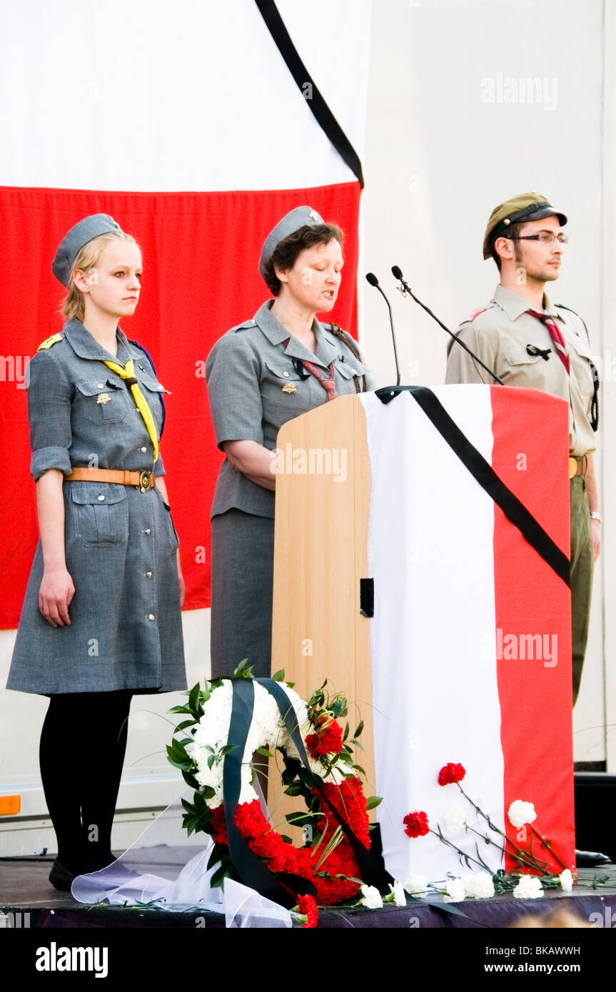Polish scouts giving speech at raised, Poland National dressed platform to commemorate president at Trafalgar Square, - Stock Image