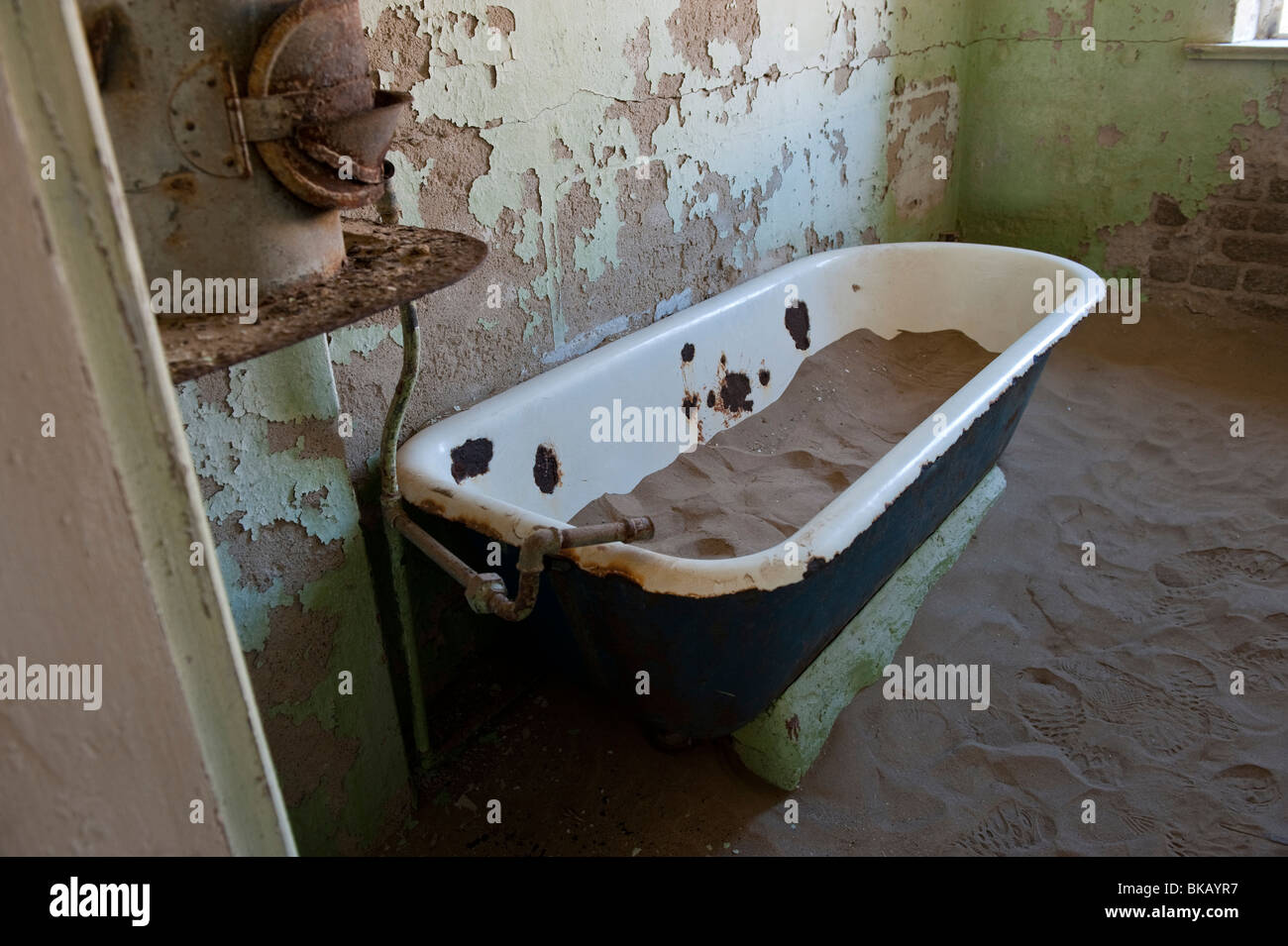 Bathtub Full of Desert Sand in the Architekt or Architects House, Kolmanskop Ghost Town near Luderitz, Namibia - Stock Image