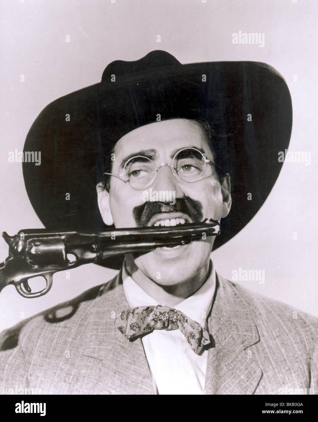GO WEST -1940 GROUCHO - Stock Image
