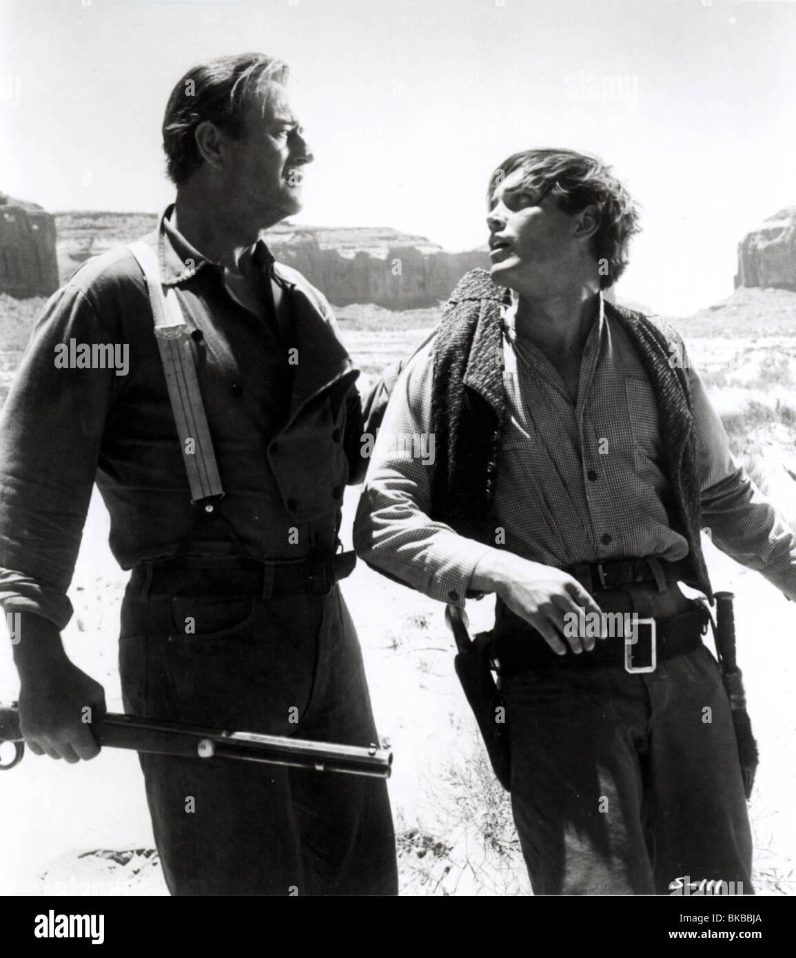 THE SEARCHERS (1956) JEFFREY HUNTER, JOHN WAYNE SEA 009P - Stock Image