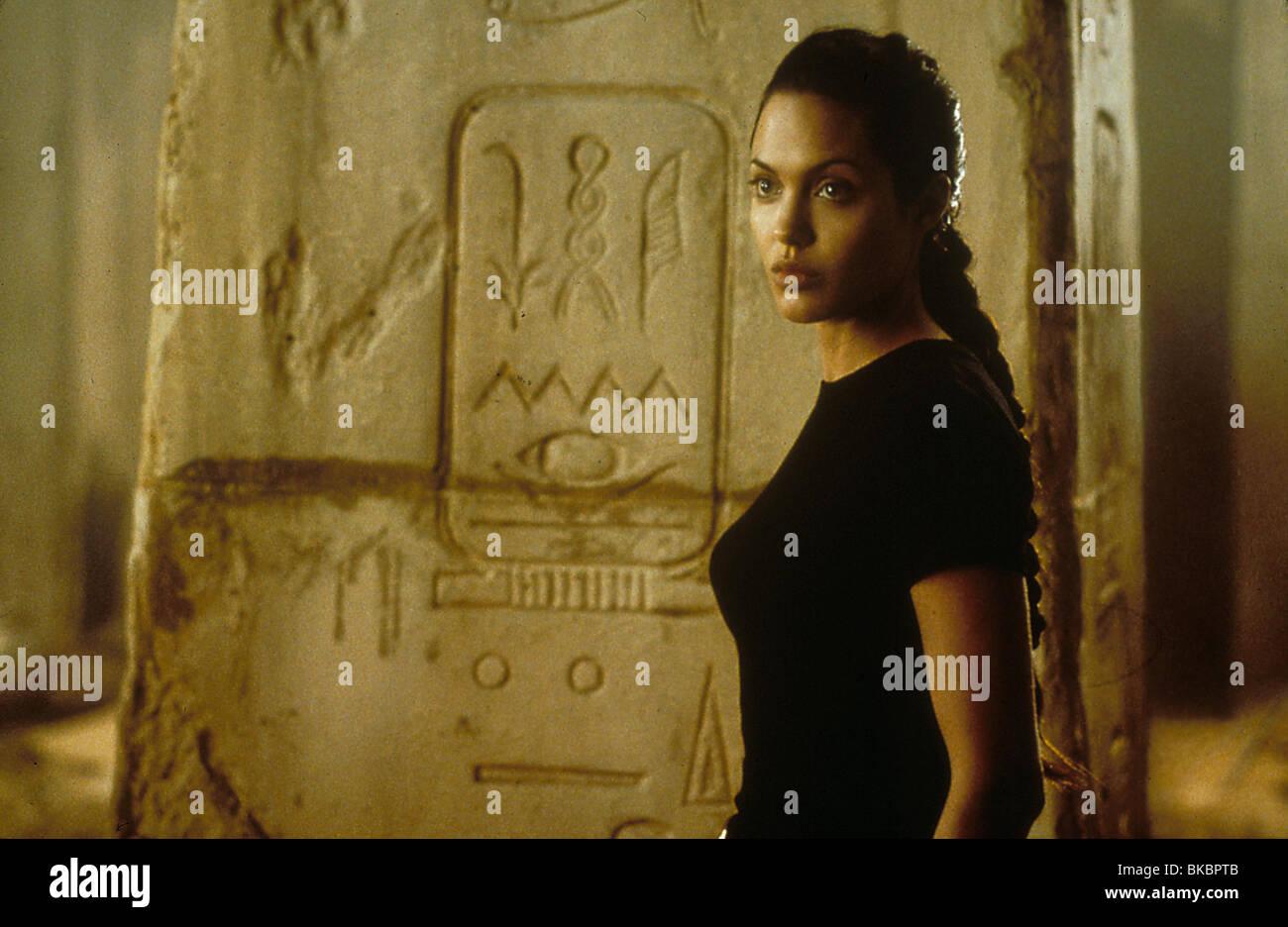 LARA CROFT: TOMB RAIDER (2001) ANGELINA JOLIE TBRR 017 - Stock Image
