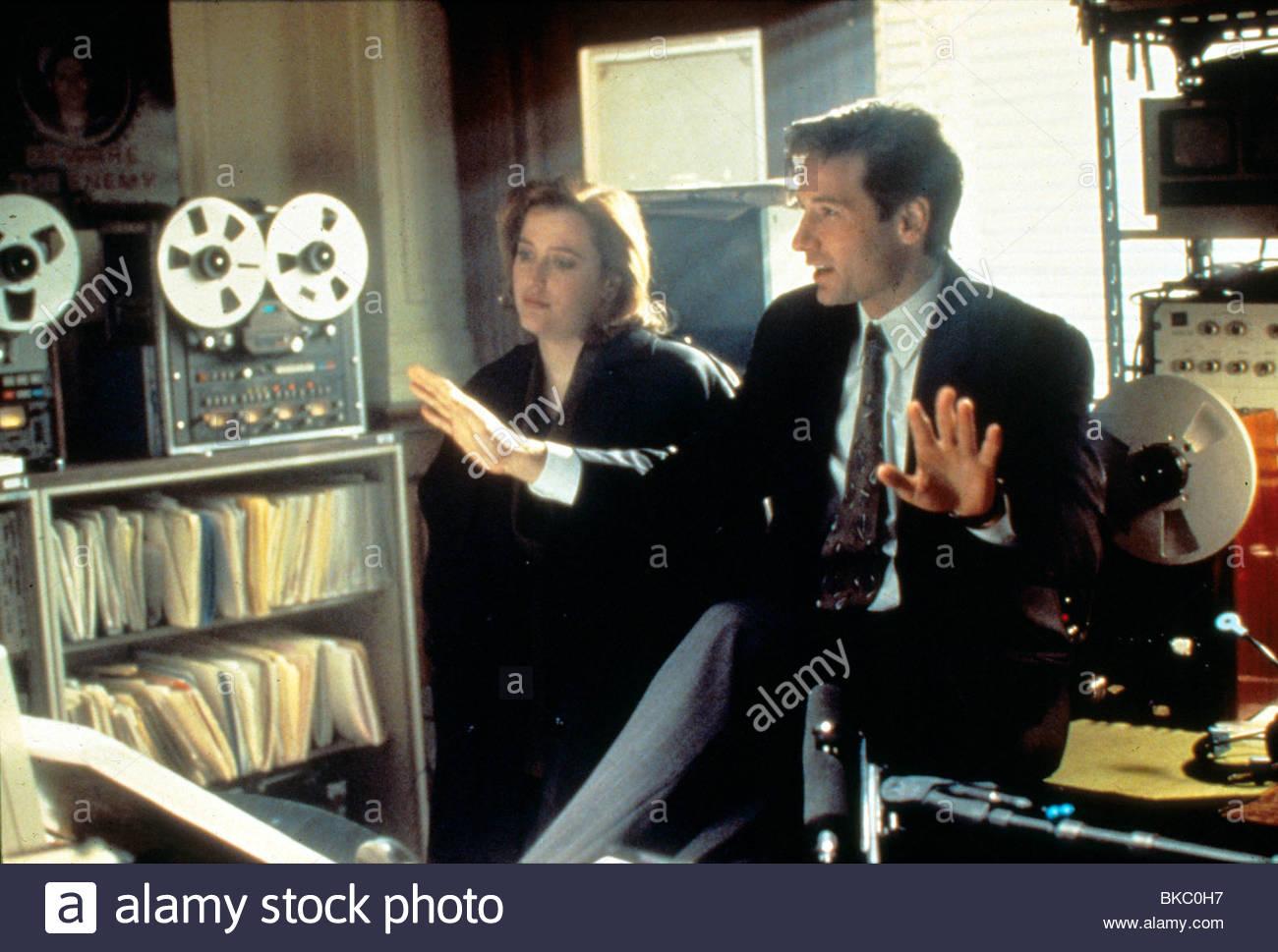 THE X-FILES (TV) GILLIAN ANDERSON, DAVID DUCHOVNY XFIL 045 - Stock Image