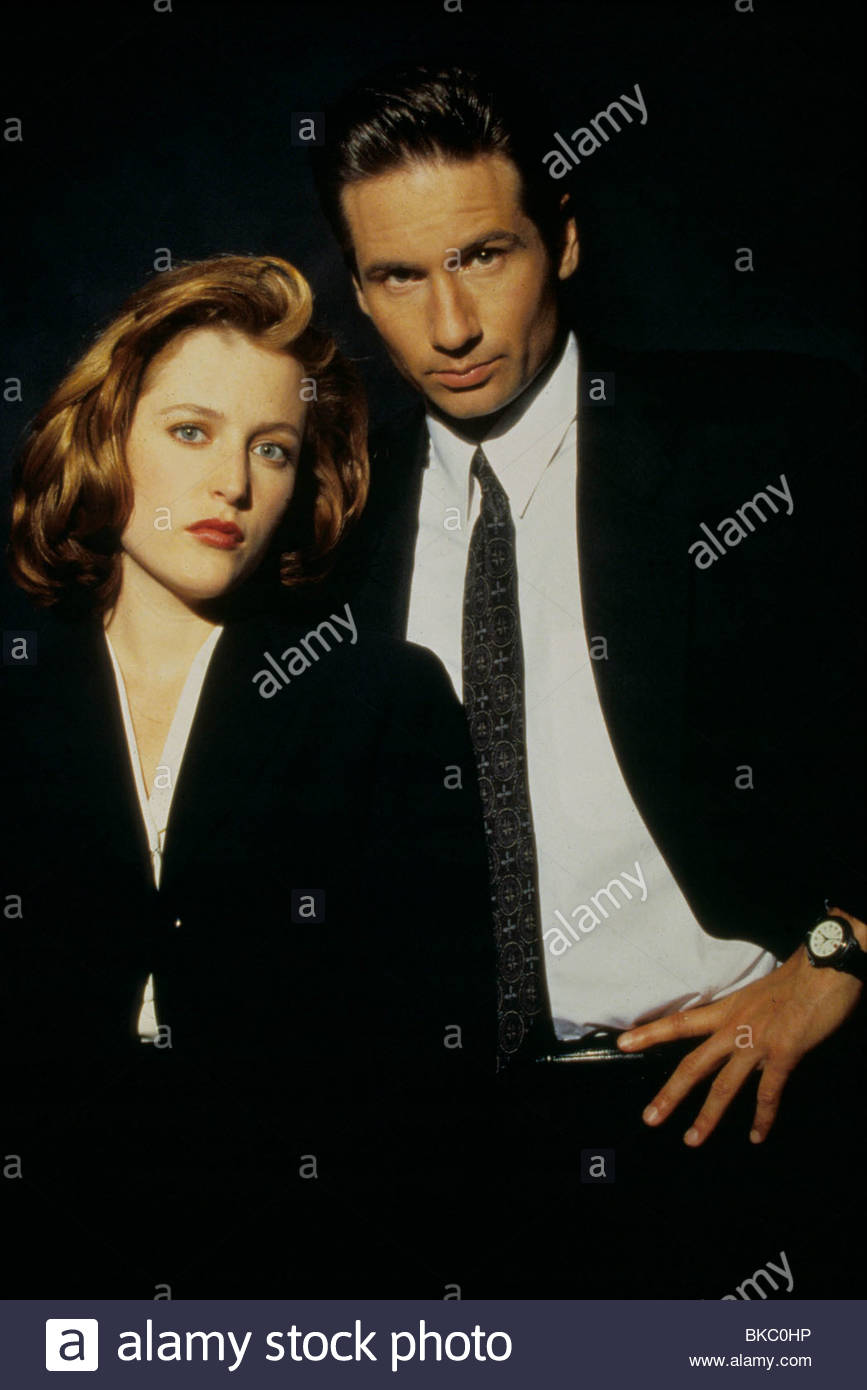THE X-FILES (TV) GILLIAN ANDERSON, DAVID DUCHOVNY XFIL 104 - Stock Image