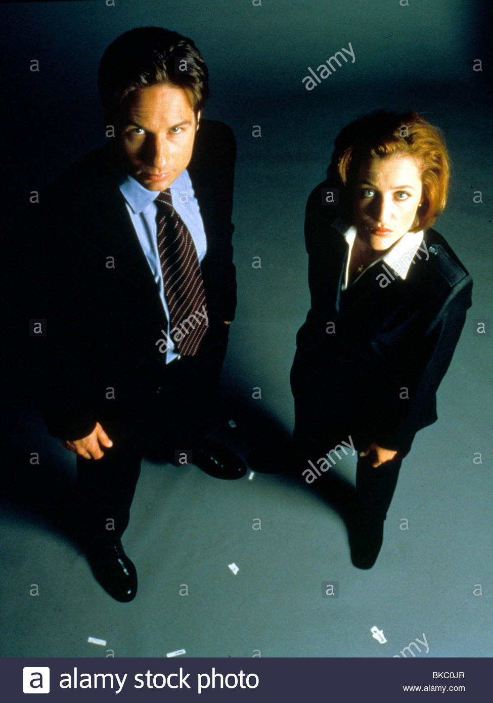 THE X-FILES (TV) DAVID DUCHOVNY, GILLIAN ANDERSON XFIL 321 Stock Photo