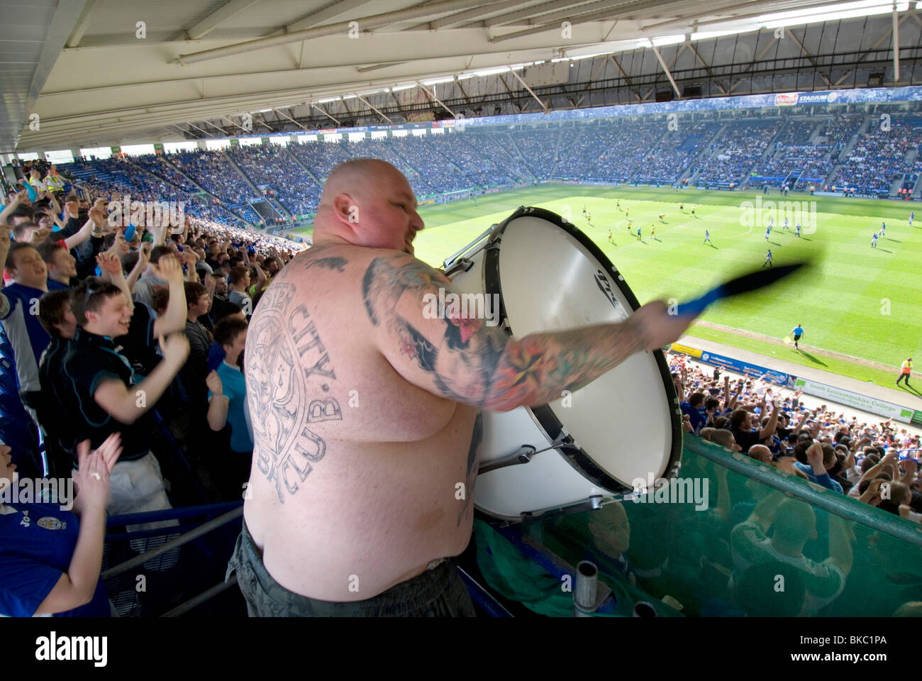 the-chant-drummer-for-the-fans-and-footb