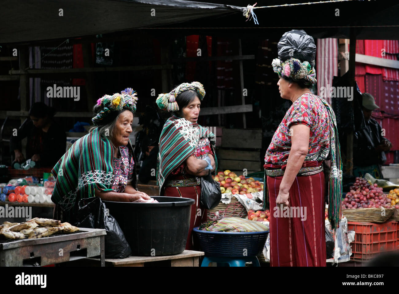 Ixil Maya women dressed in traditional clothes at the market in Nebaj, Guatemala, Central America - Stock Image
