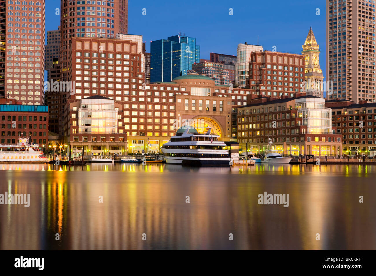 USA, Massachusetts, Boston, skyline and inner harbour including Rowes Wharf at dawn - Stock Image