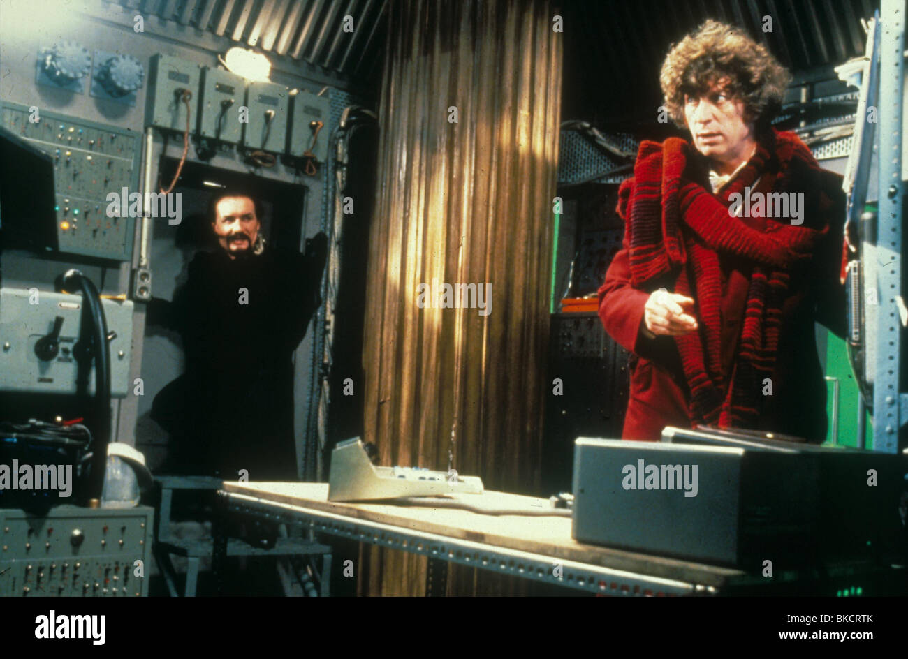 DR WHO (TV) DOCTOR WHO (ALT) TOM BAKER DRW 002 - Stock Image