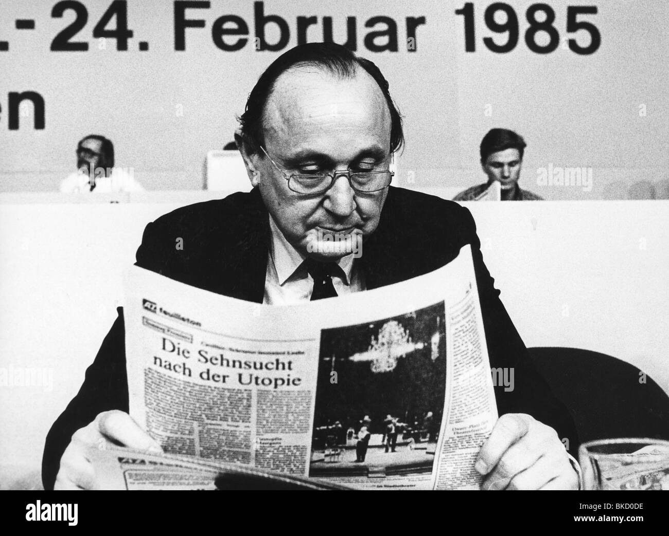 Genscher, Hans-Dietrich, 21.3.1927 - 31.3.2016, German politician (FDP), half length, as foreign minister, FDP party - Stock Image