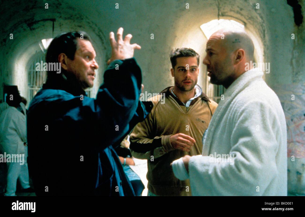 TERRY GILLIAM (DIR) O/S 'TWELVE MONKEYS' (1995) BRAD PITT, BRUCE WILLIS TYGM 002 - Stock Image